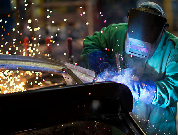 what does a welder do